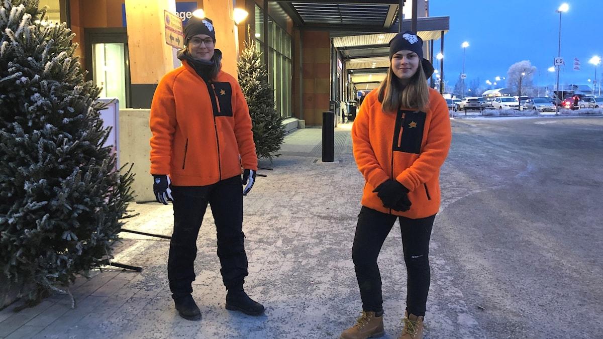 """Ansvarig projektledare Bea Olsson och Sandra Guldbrandsson för trygghetsvärdarna """"Local heroes""""."""