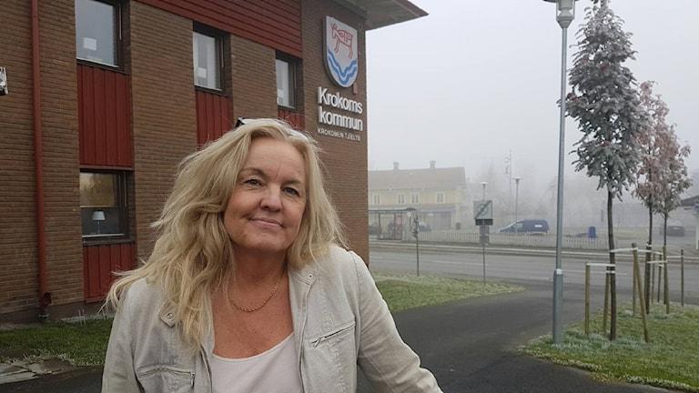 Kvinna framför Krokoms kommuns kommunchef