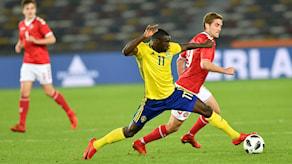 Ken Sema spelar fotboll i svenska fotbollslandslaget