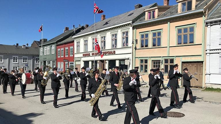 Musikparad på gata i norska Röros