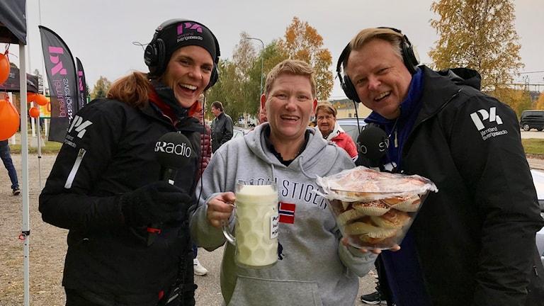 Johanna Vackdahl och Per Larsson sänder live från Bräcke. Foto: Pernilla Anth Jacobsson/Sveriges Radio