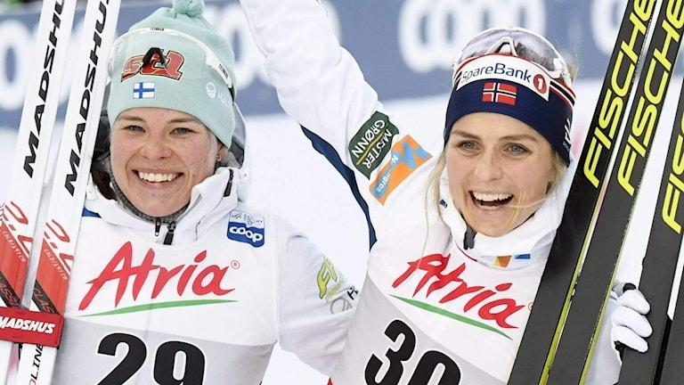 Therese Johaug, till höger, vann premiären.