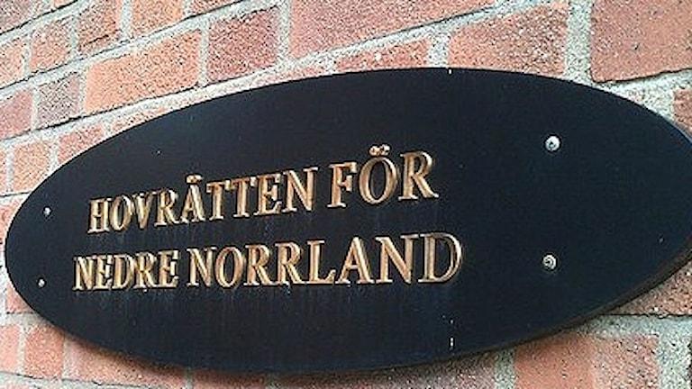 Fasadskylt: Hovrätten för Nedre Norrland