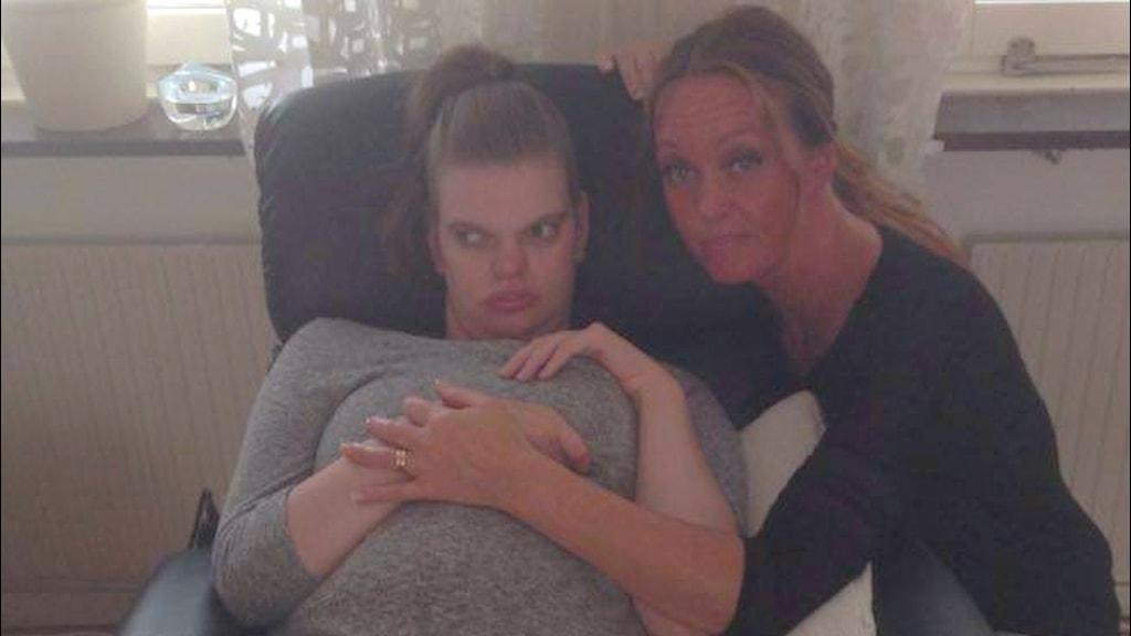 Sofia Alm med sin mamma Mona Alm Oxelgren.