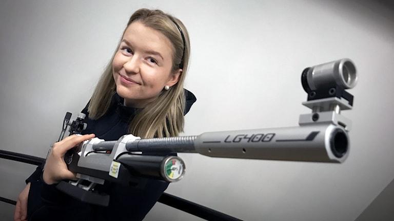 Anna Mårtensson från Östersund tävlar i luftgevärsskytte.