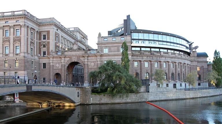 Riksbron och riksdagshuset vid Stockholms ström