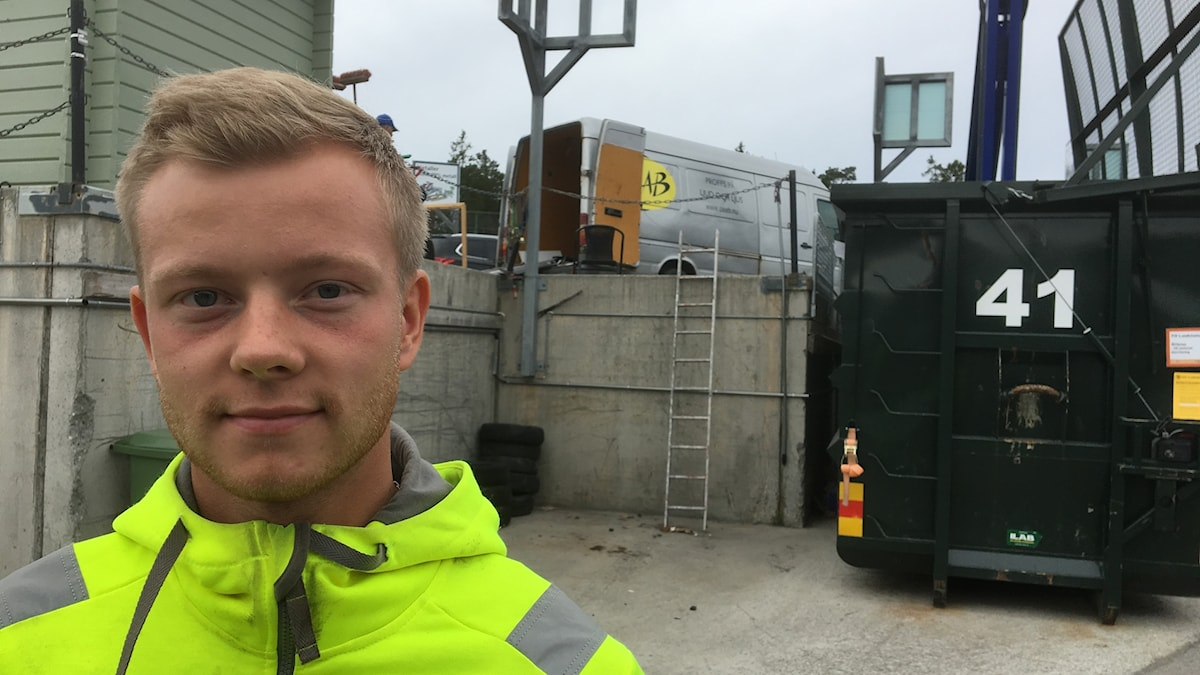 Joakim Björklund arbetar på återvinningscentralen i Odenskog i Östersund.