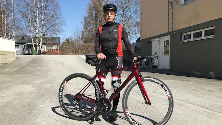 Torbjörn Åsvold 75 år från Brunflo cyklar 800 mil varje år.