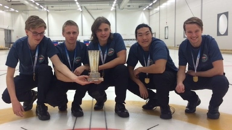 Curlinglaget Nygren, Göteborgs CK. Emil Hermansson i mitten. I laget också Johan Nygren, Fabian Wingfors, Max Bäck och (reserv) Anton Degerfeldt. Foto: curling.se