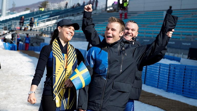 Tre glada personer