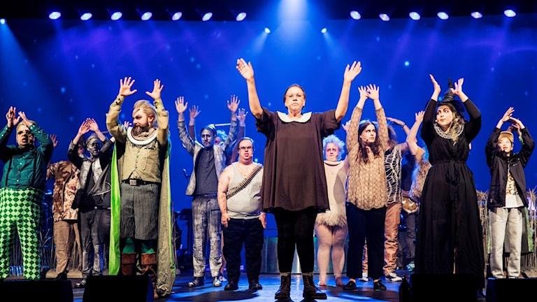 Slutscen ur Trollkarlen från Oz med Glada Hudik-teatern