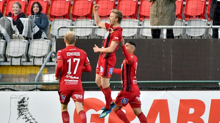 Östersunds Ludvig Fritzon jublar efter sitt 1-0 mål under lördagens allsvenska fotbollsmatch mellan Östersunds FK och Malmö FF på Jämtkraft Arena.