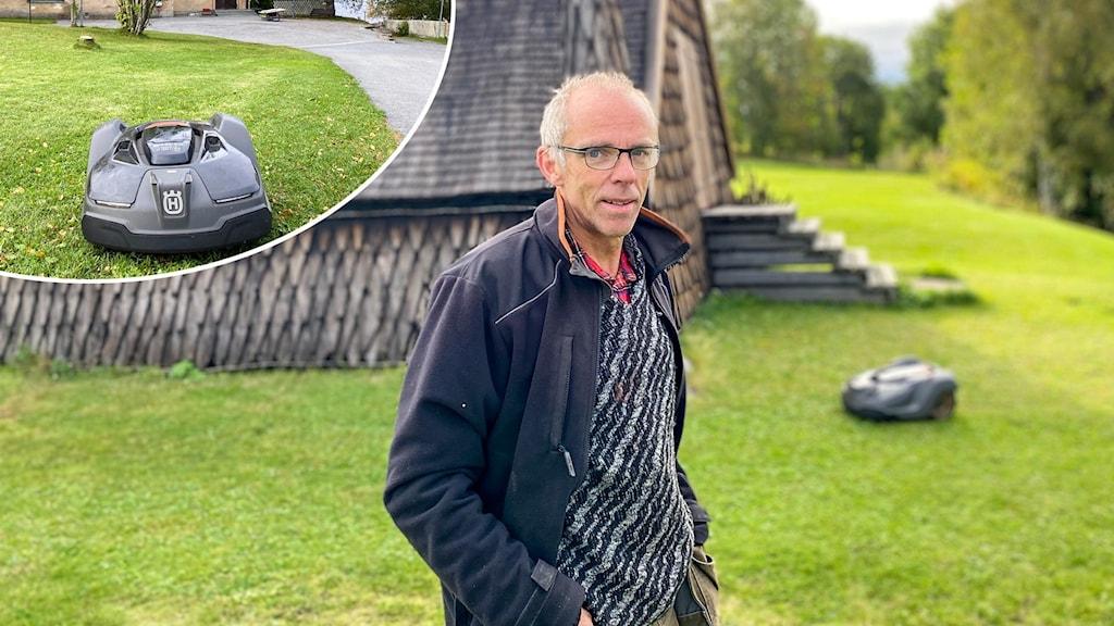 En man står framför ett kapell med en robotgräsklippare som klipper gräset i bakgrunden.