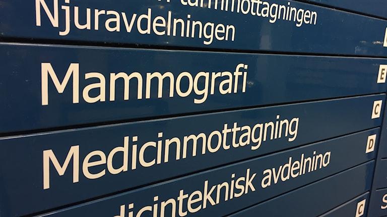 en tavla på sjukhuset som det står mammografi på