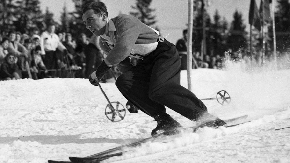 ARKIV OSLO 195202. Svenske alpine åkaren Stig Sollander åker slalom vid de olympiska vinterspelen i Oslo. Sollander slutade på en femte plats.