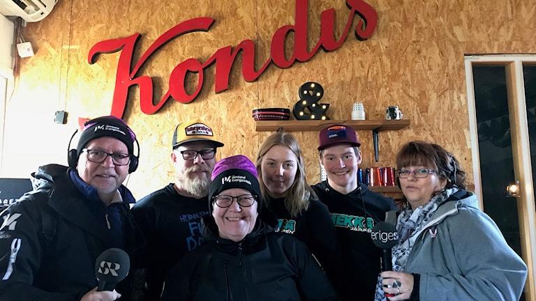 Leif och Anneli tillsammans med Pierre Holm, Kristoffer Neine, Moa Karlsson och Agneta Nilsson. Foto: Sveriges Radio