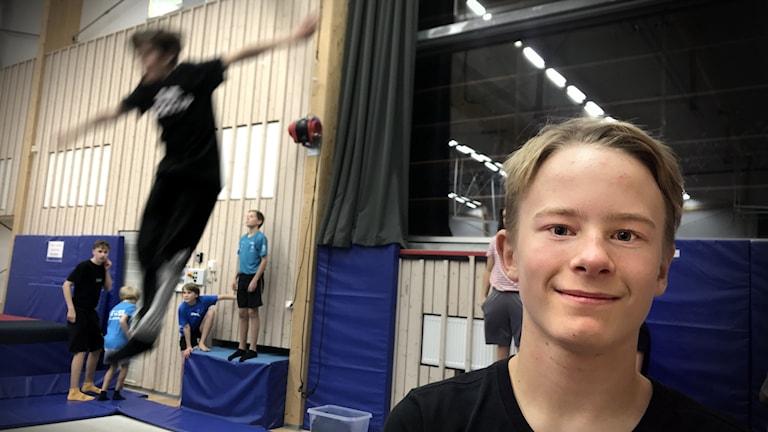 Knut Drevhammar är med på Östersund-Frösö slalomklubbs freestylegrupper.