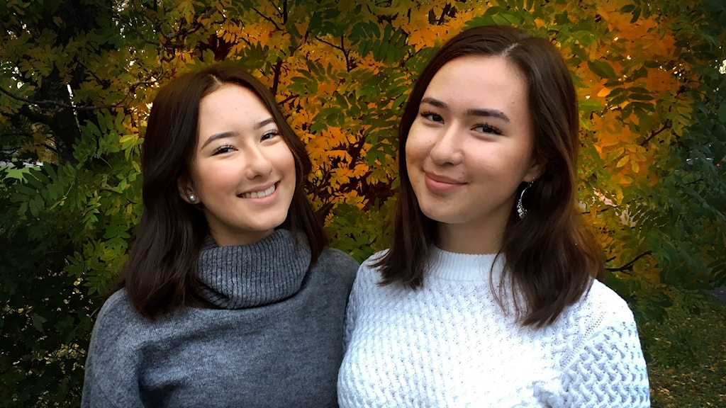 Systrarna Farahnaz och Arezó Akbari samlar in pengar till Radiohjälpens insamling Världens barn.