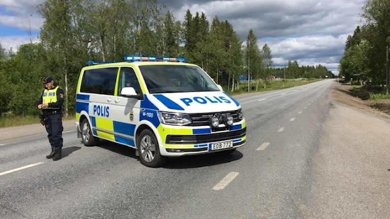 Polis avspärrning bran gräftåsvallen sopbil