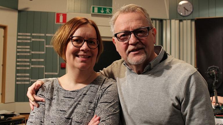 Domaren Karin Riddar och programledaren Leif Landin