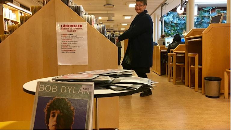 Bibliotekarien Elisabet Stål blev chockad över beslutet att ge Nobels litteraturpris till Bob Dylan.