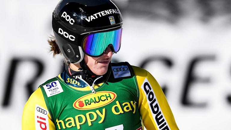 Sveriges Kajsa Kling i målområdet, som femma, efter det första åket i damernas storslalom vid den alpina världscuppremiären i österrikiska Sölden. 2016-10-22.