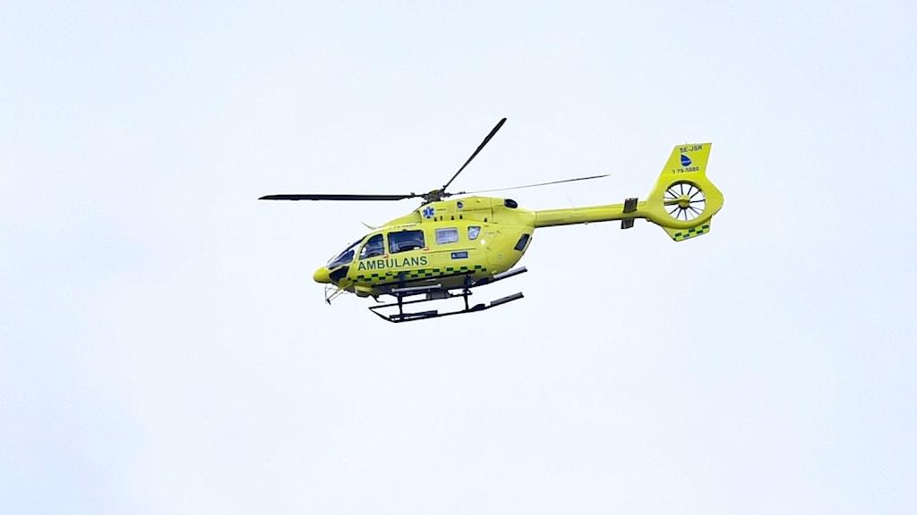 Gullackad ambulanshelikopter