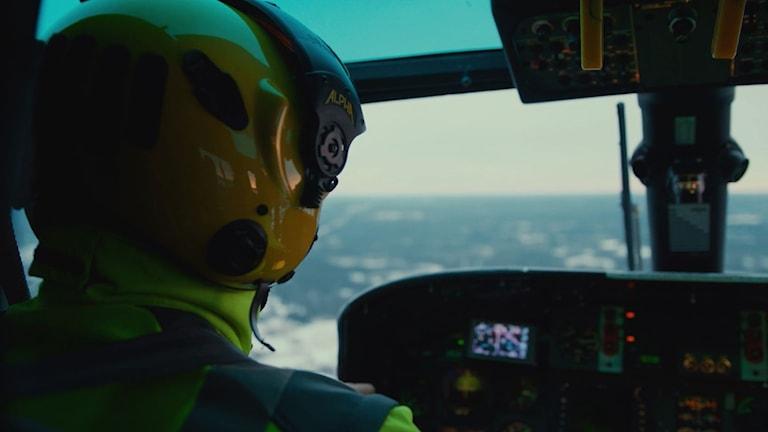 Ambulanshelikopterpilot. Foto: SOS Alarm