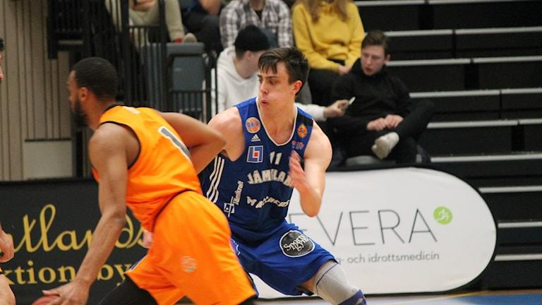 Jämtland baskets Daniel Johansson under matchen mot Umeå.