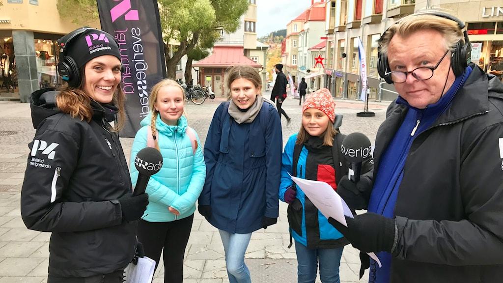 Johanna Vackdahl, Elin Jacobsson, Sofia Undvall Olausson, Ingrid Korsnes och Per Larsson. Foto: Pernilla Anth Jacobsson/Sveriges Radio