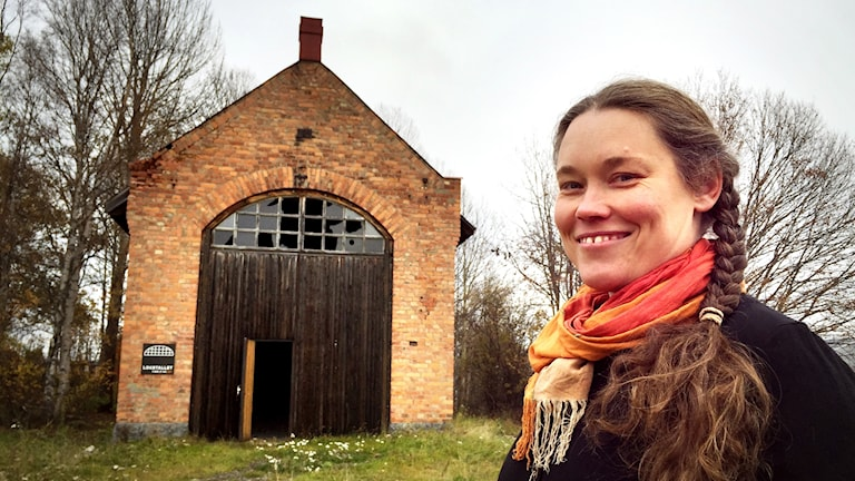 Konstnären Åsa Maria Hedberg har startat crowdfunding-kampanj för att rädda lokstallet och etablera mångsidig verkstad för konstnärer.
