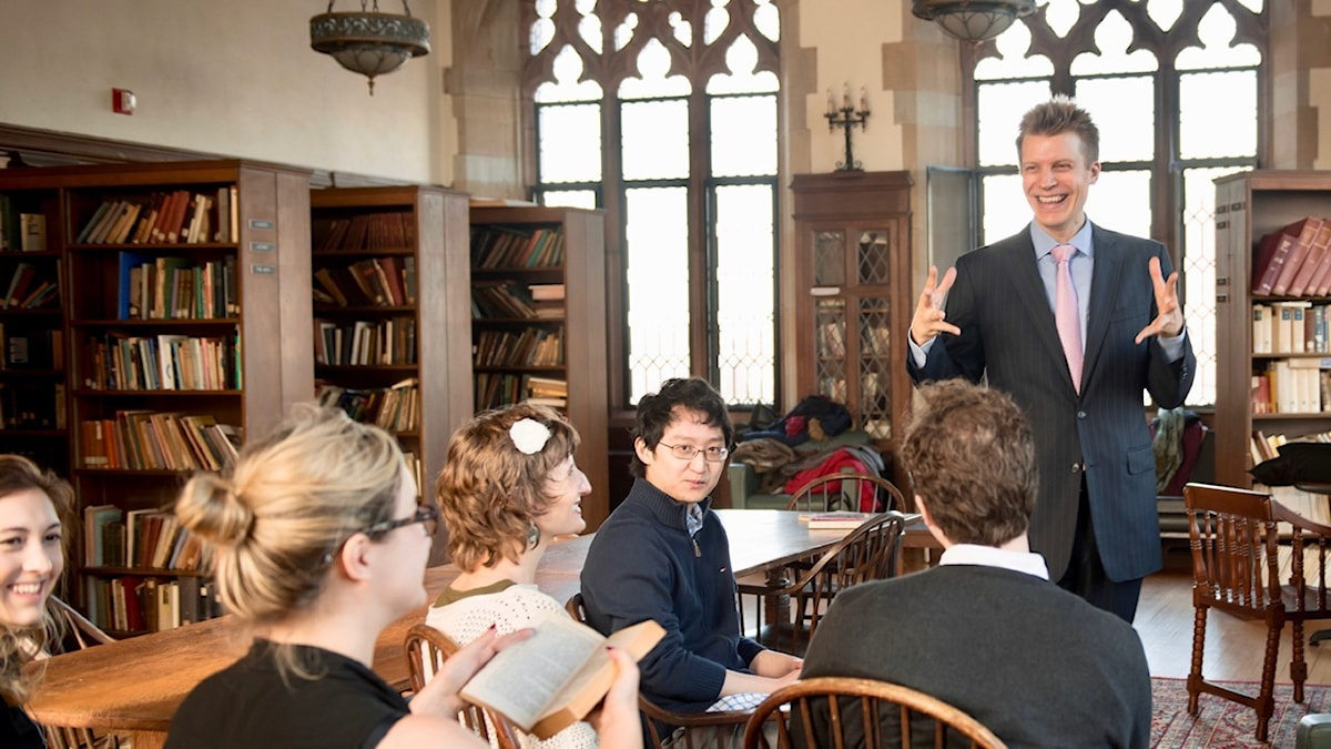 Martin Hägglund undervisar på Yale.
