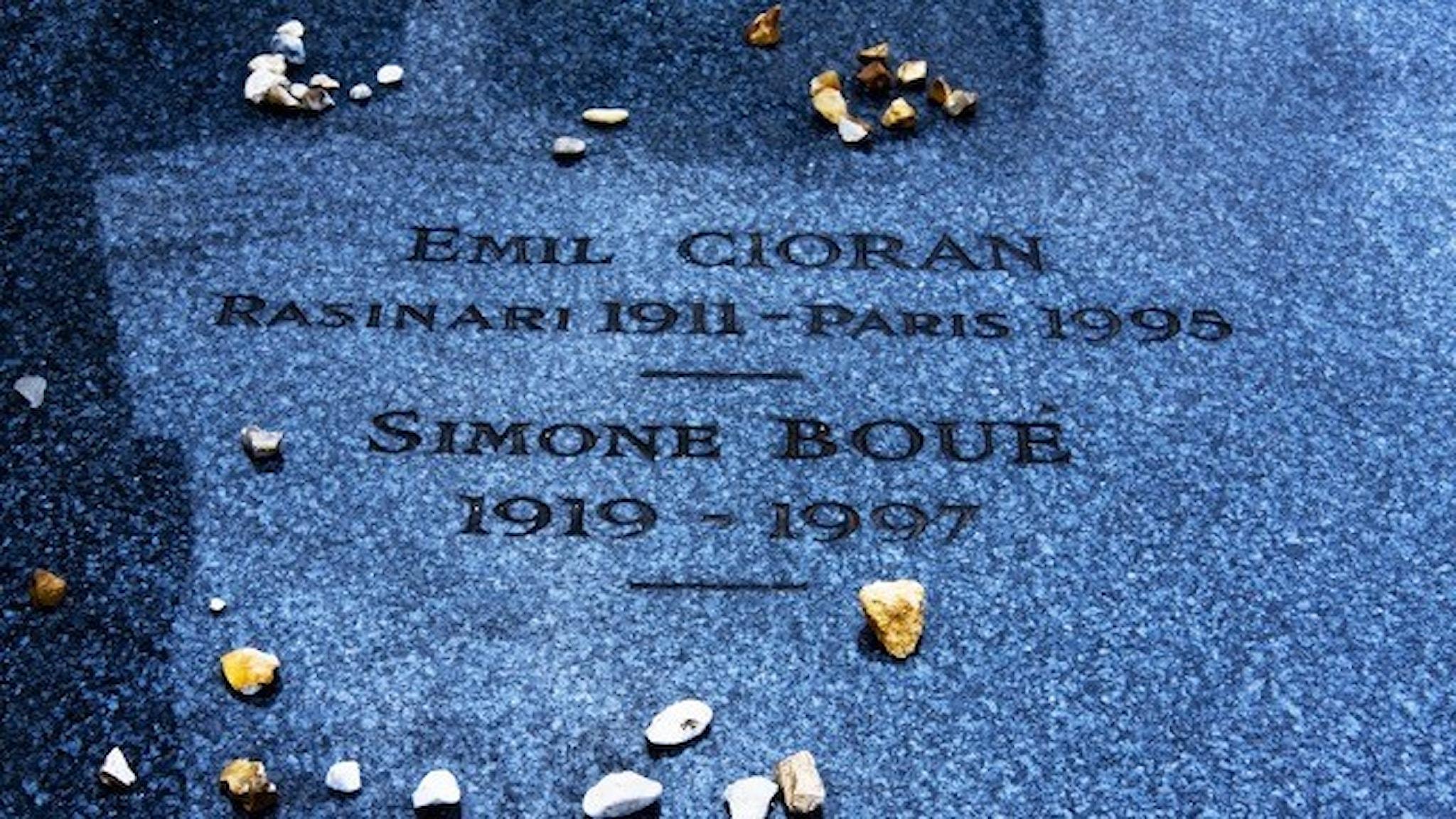 Emil Ciorans gravsten. Bild: Marco Belli, Flickr