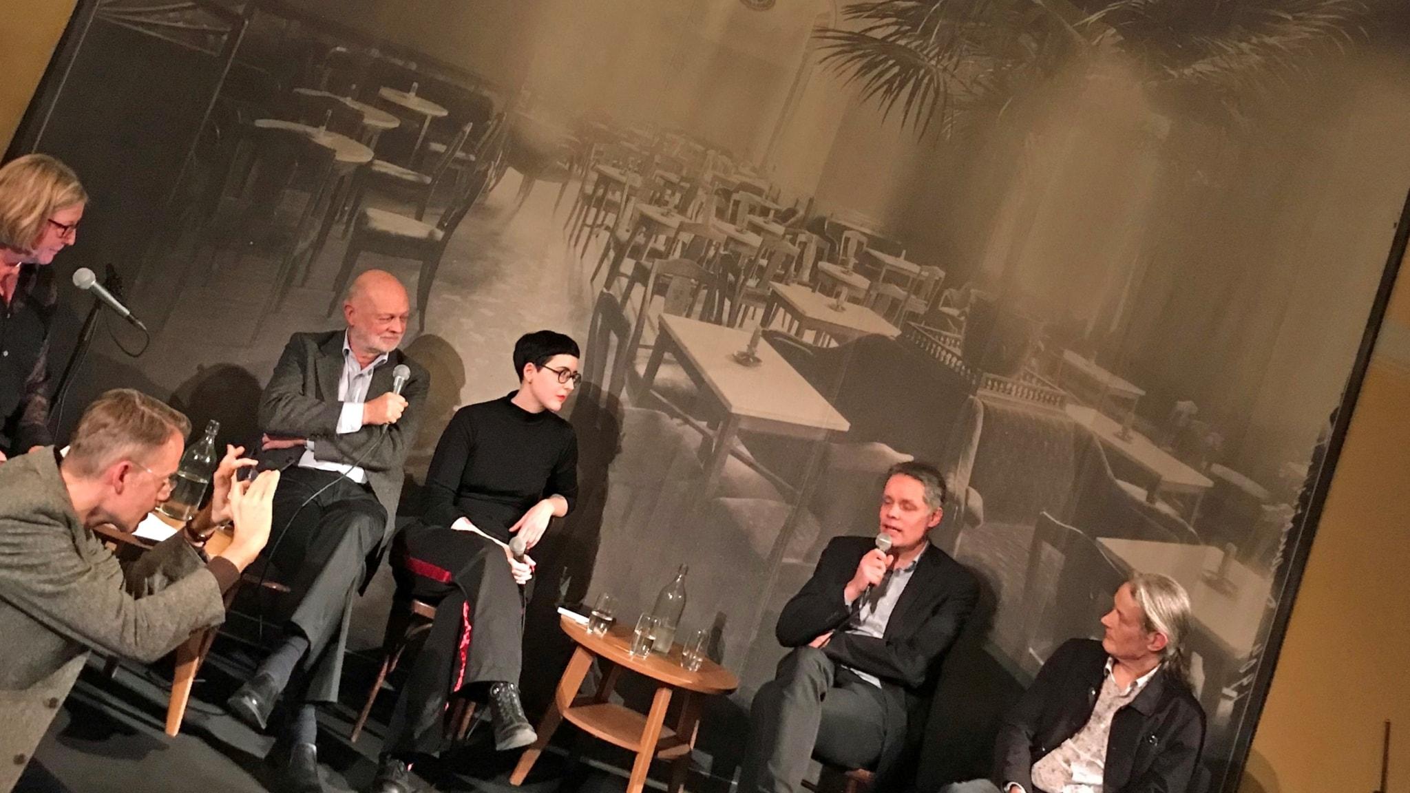 På scen: Tithi Hahn, Lars-Göran Johansson, Karin Tidbeck, Ulf Danielsson och Lars Rudolfsson