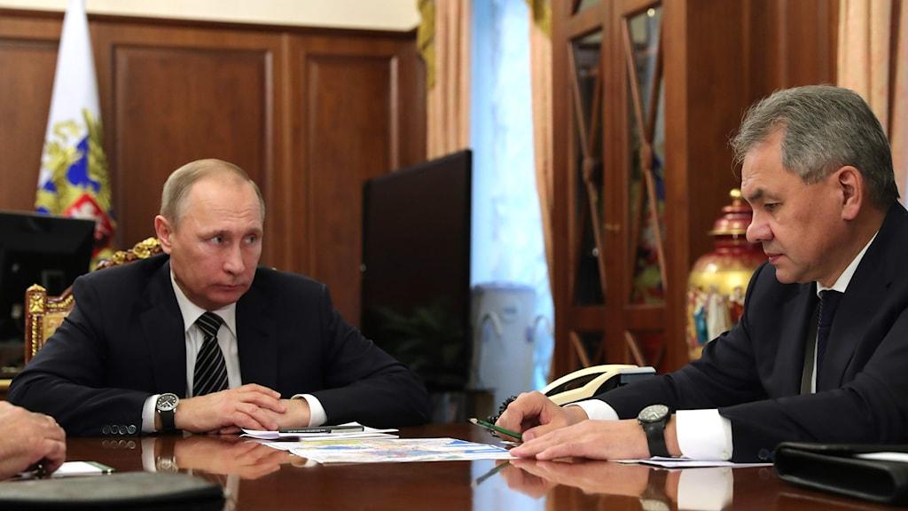 Rysslands president Vladimir Putin och landets försvarsminister Sergej Lavrov.