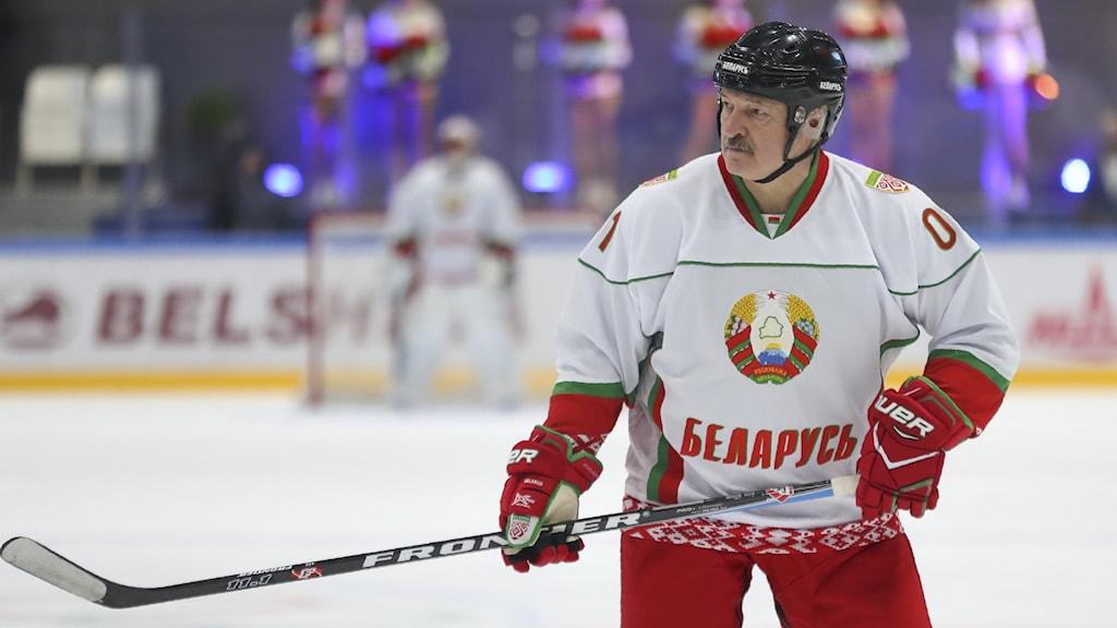 Belarus president Aleksandr Lukasjenko spelar ishockey.