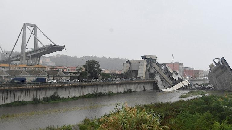 Bild på den trasiga bron