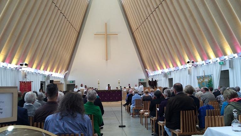 Vår utsända Carina Holmberg är på plats på den minneshögtid för offren i moskédåden, som på lördag kväll svensk tid hölls i katedralen i Christchurch