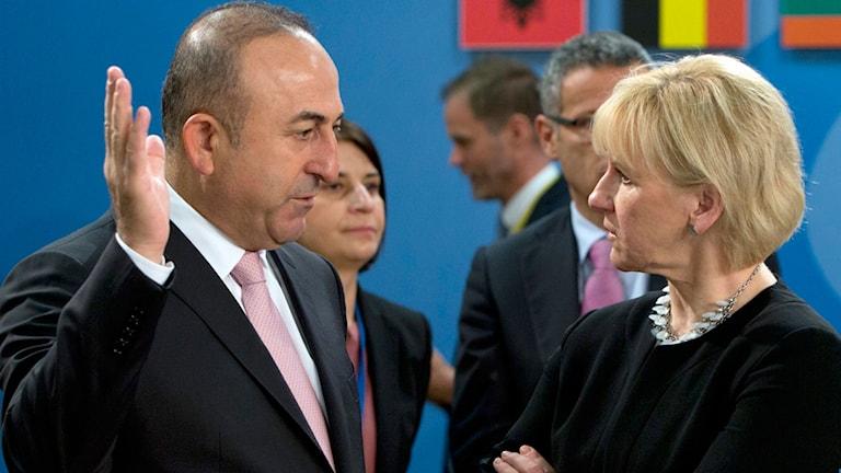 Turkiets utrikesminister Mevlüt Cavusoglu och utrikesminister Margot Wallström.