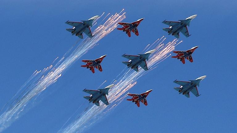 Ryska militärflyg under en militäruppvisning.