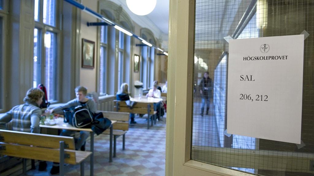 Anslag om att högskoleprovet pågår