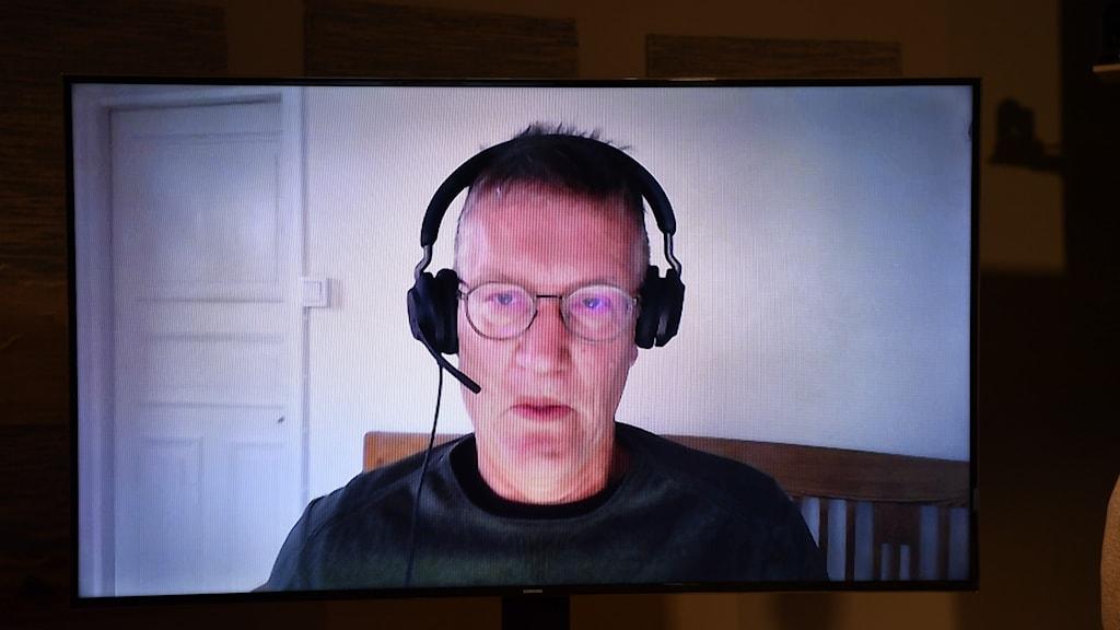 Anders Tegnell på en skärm från en digital pressträff.