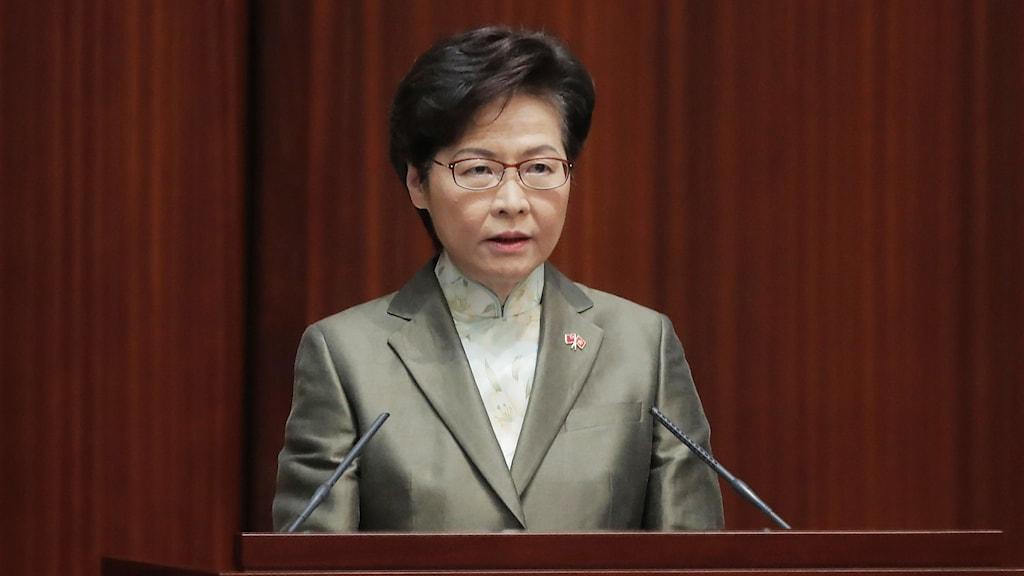 Hongkongs Chefsminister Carrie Lam håller linjetal.