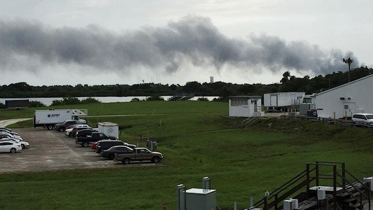 Rök stiger från uppställningsplatsen i Florida.