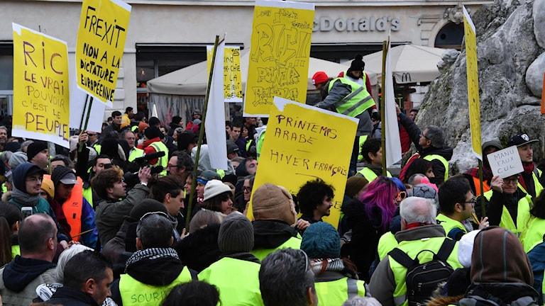 Gula Västarna: Flera Gripna Under Nya Protester I Frankrike