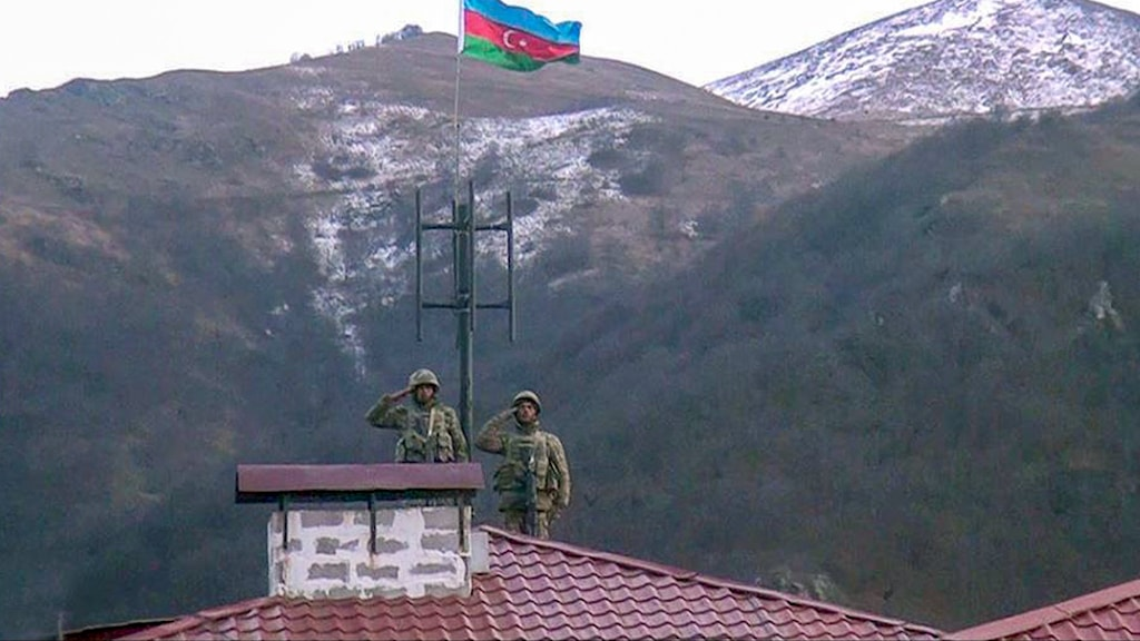 Azeriska soldater i en av regionerna som efter kriget är under Azerbajdzjans kontroll.