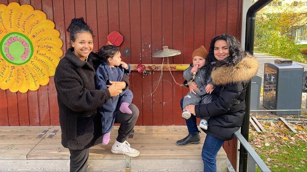 Monira Negash, med barnet Cleo, och Asal Torabi med barnet Julian