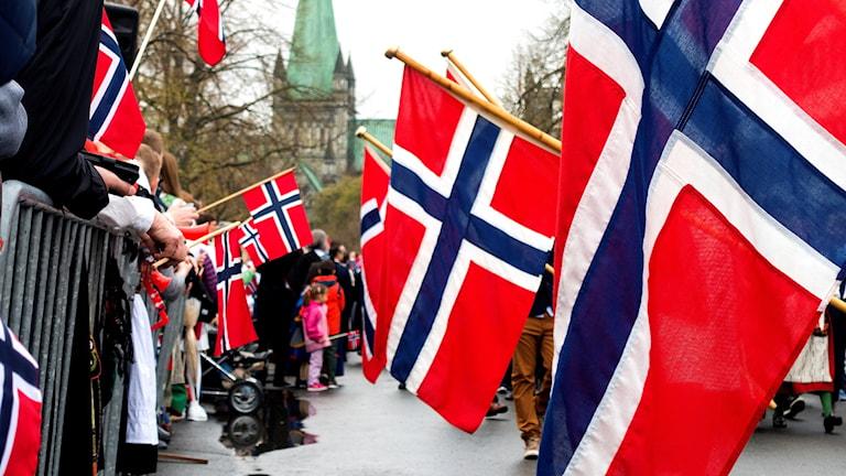 Barnetoget i Trondheim som går ned Munkegata 17. mai.