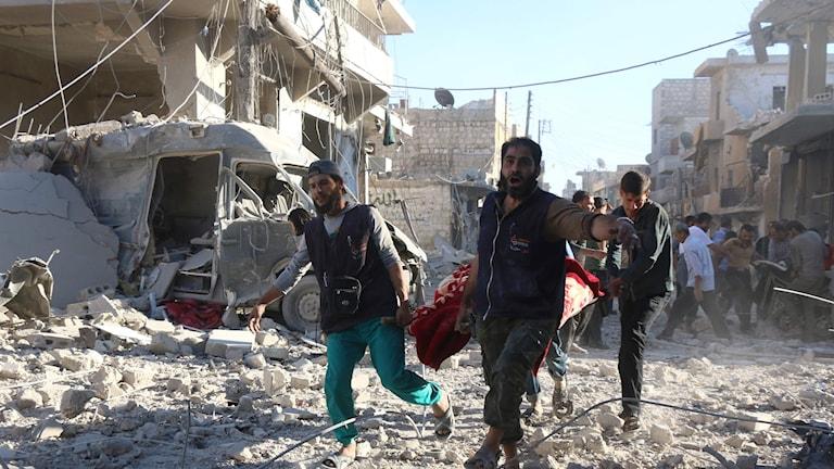 Bombningar i Aleppo fortsätter Foto: TT