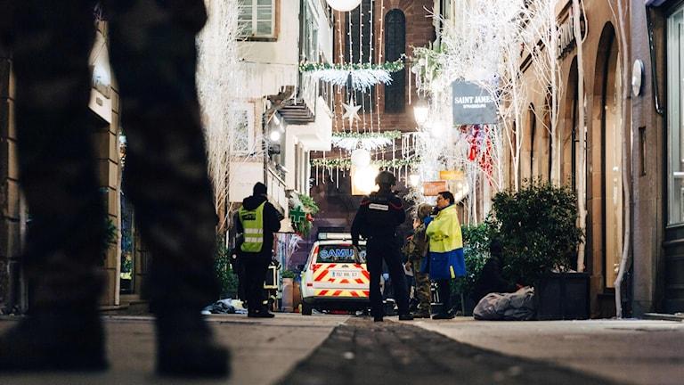 Julmarknaden och poliser.